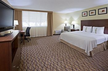 Holiday Inn Bloomington Airport South Mall Area