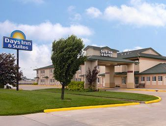 DAYS INN AND SUITES WICHITA