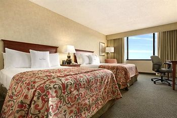 DoubleTree by Hilton Kansas City-Overland Park