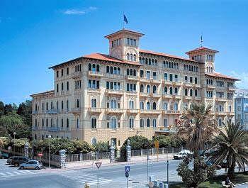 Cazare Grand Hotel Royal