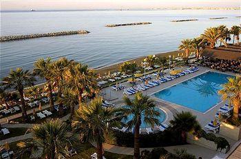 Cazare Palm Beach Hotel & Bungalows