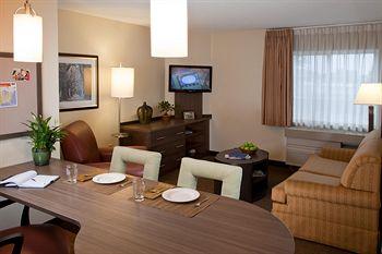 Candlewood Suites Kansas City-Overland Park