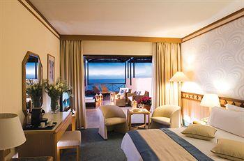 Cazare Constantinou Bros Athena Beach Hotel