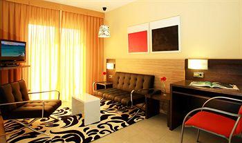 Sejururi Aqua Hotel Bertran