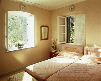 Kefalari Suites Hotel