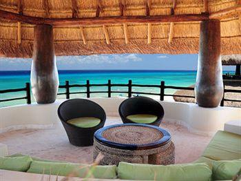 El Taj Oceanfront & Beachside Condo Hotel