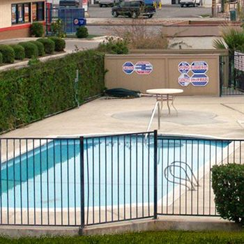 Bakersfield Inn & Suites