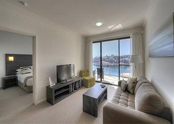 Quality Suites Crest Mandurah