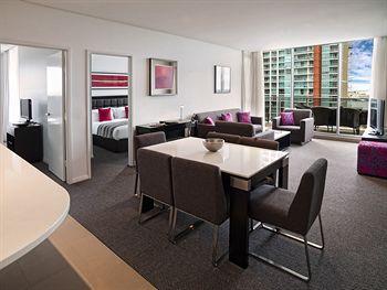 Meriton Serviced Apartments - Southport, Gold Coast