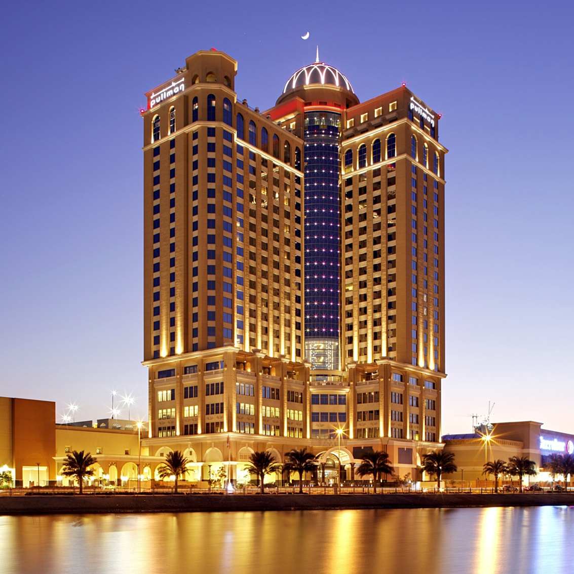 Charter dubai hotel sheraton mall of emirates 5 alltur for Emirates hotel dubai