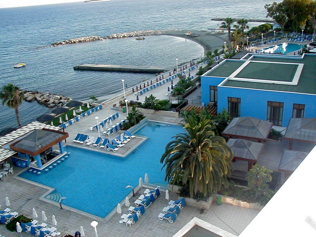 Cazare 2017 cipru hotel atlantica miramare beach 4 alltur for Miramare beach